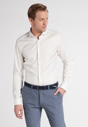 SUPER SLIM COVER SHIRT - Business skjorter - beige