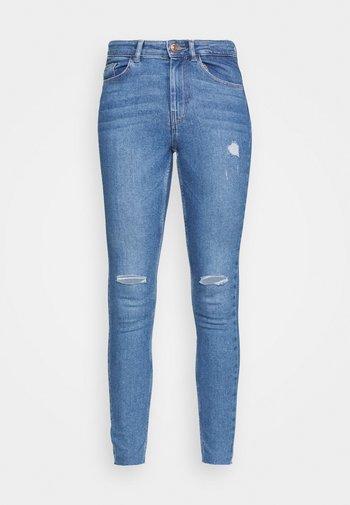 PCMIDFIVE - Jeans Skinny Fit - light blue denim