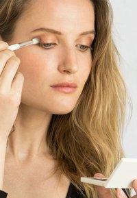 Ere Perez - ECO VEGAN LINE & BLEND BRUSH - Makeup brush - - - 4