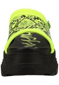 Buffalo - PANTOLETTEN - Pantofle - neon green - 4
