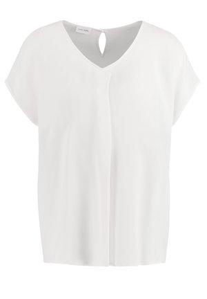 MIT FALTENDETAIL - Blouse - off-white