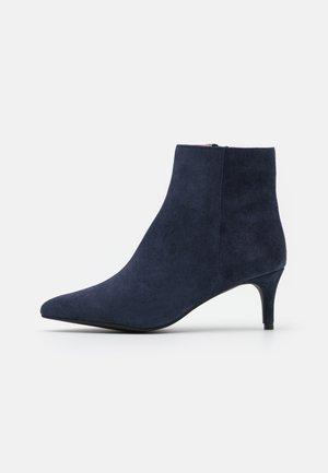 BIADAGGI - Korte laarzen - navy blue