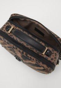 LIU JO - CAMERA CASE ZEBRA - Across body bag - multicoloured - 4