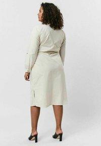Vero Moda Curve - Shirt dress - birch - 2