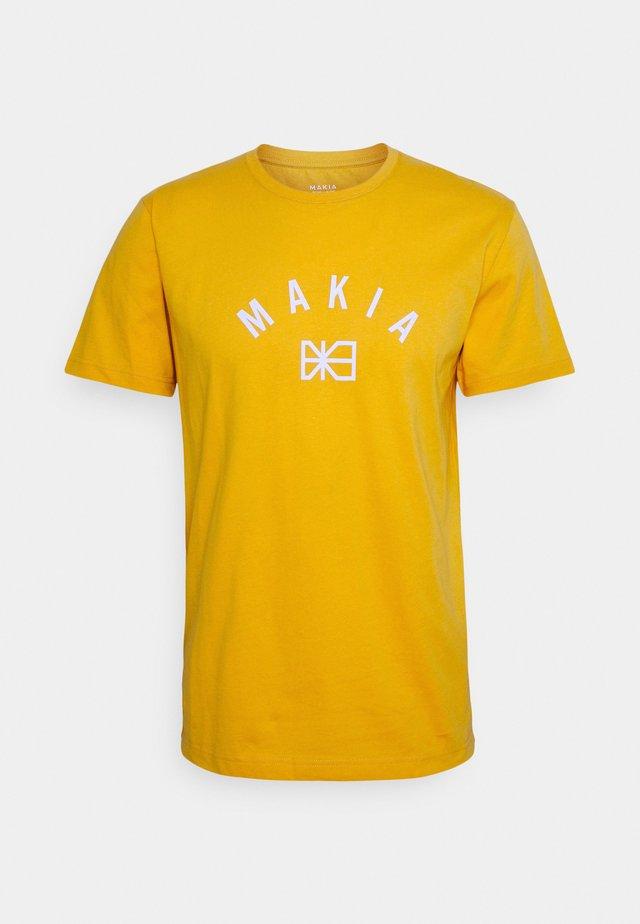 BRAND - T-shirts med print - golden yellow