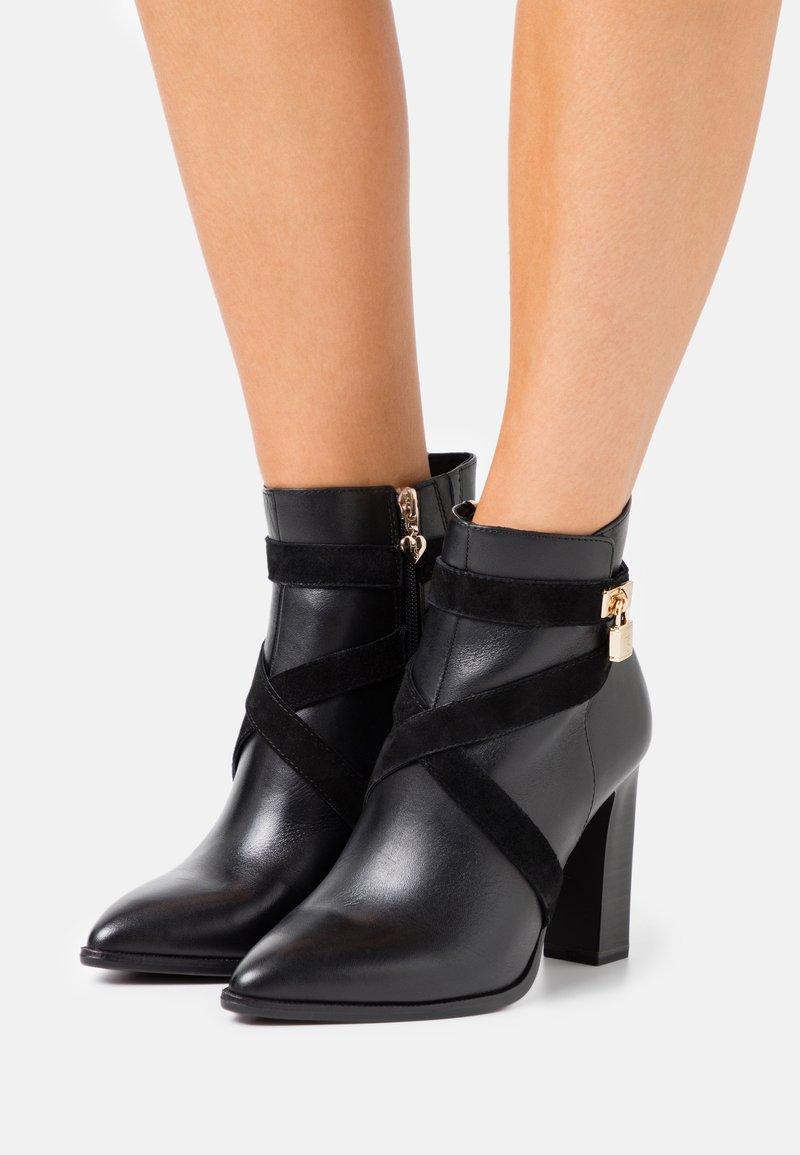 Tamaris Heart & Sole - BOOTS - Kotníková obuv na vysokém podpatku - black
