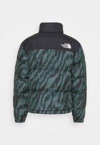 The North Face - PRINTED 1996 RETRO NUPTSE JACKET UNISEX - Down jacket - balsam green - 1