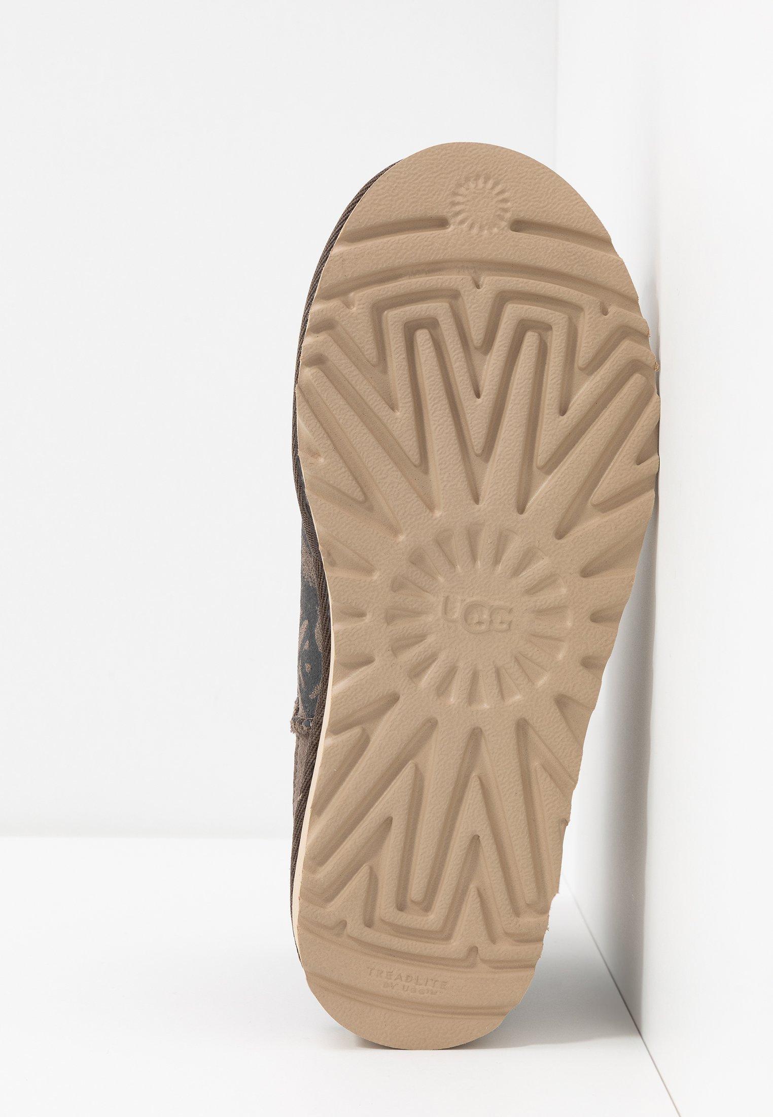 La migliore vendita Scarpe da Donna UGG CLASSIC STREET GRAFFITI MINI Stivaletti slate