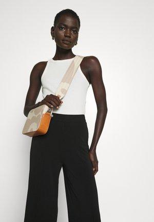 TOIVIO UNIKKO BAG - Across body bag - beige