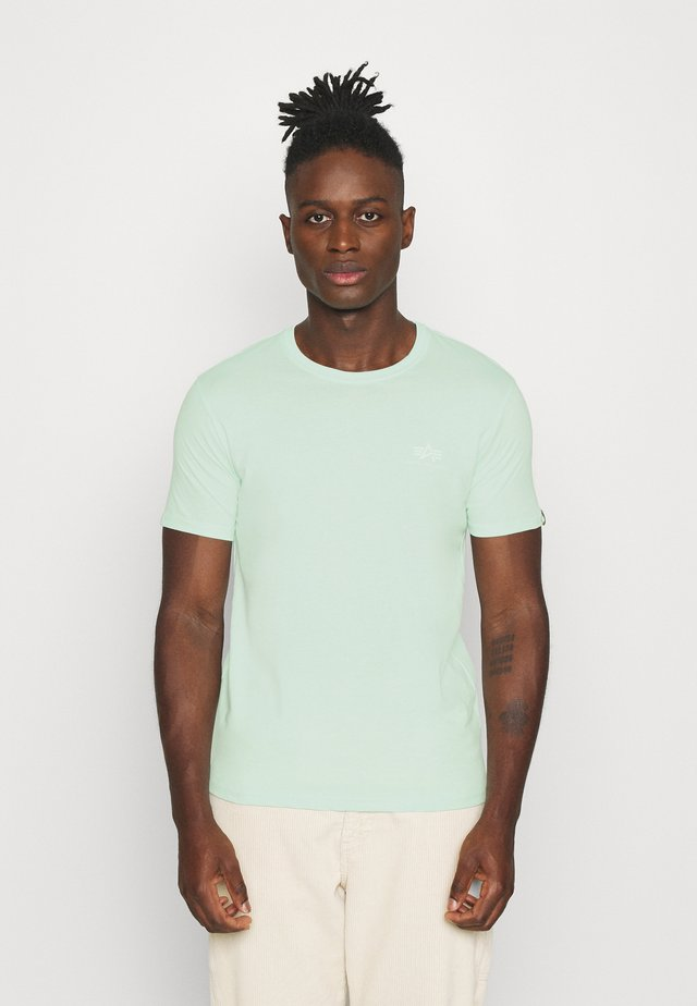 BASIC SMALL LOGO - Basic T-shirt - mint