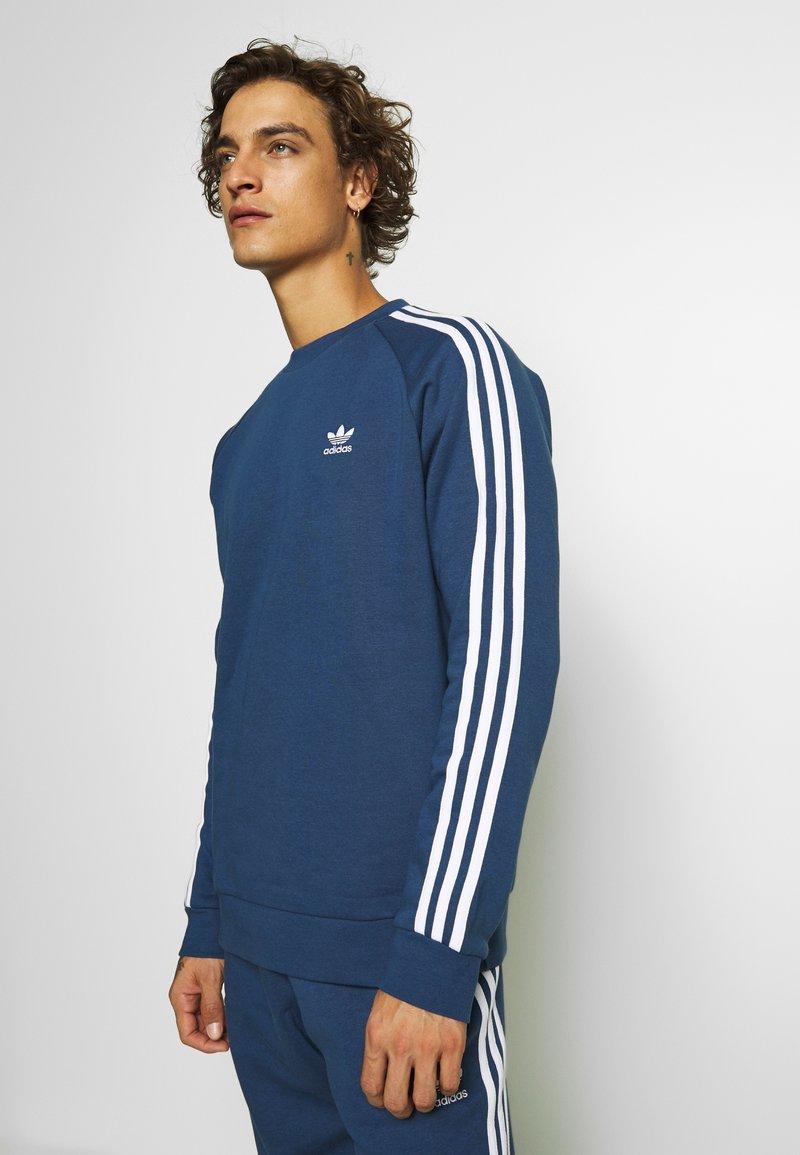 adidas Originals - 3 STRIPES CREW UNISEX - Sweatshirt - nmarin