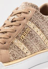 Guess - FAYNE - Sneakers - beige - 2