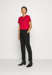 Calvin Klein - CORE LOGO - Print T-shirt - tango red - 1