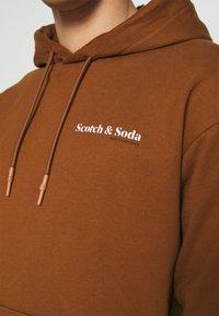 Scotch & Soda - ORGANIC HOODED UNISEX  - Hoodie - tobacco - 5