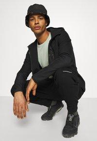 Calvin Klein Jeans - MICRO BRANDING PANT - Träningsbyxor - black - 3