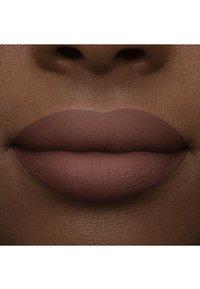 Too Faced - MELTED MATTE LIQUIFIED MATTE LONG WEAR LIPSTICK - Liquid lipstick - finesse - 4
