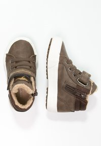 KangaROOS - KAVU - Sneakersy wysokie - dark brown/sand - 1
