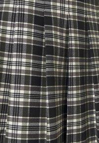 Forever New Petite - TANIA CHECK KILT - Mini skirt - green/black - 2