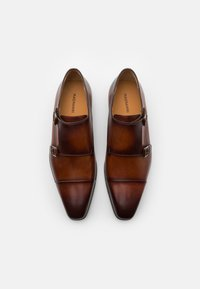 Magnanni - Slippers - coñac - 3