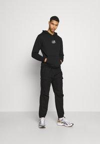 Santa Cruz - UNISEX UNIVERSAL DOT HOOD - Sweatshirt - black - 1