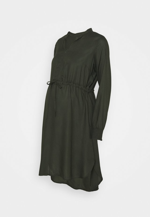 MLZION LIA WOVEN DRESS - Denní šaty - duffel bag