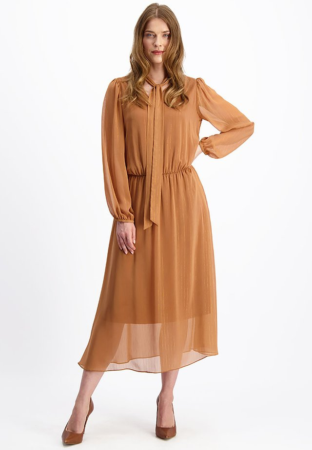 Korte jurk - zimtfarbe