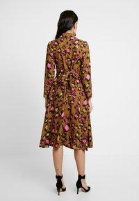 Closet - CLOSET SWING DRESS - Shirt dress - gold - 3