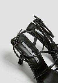 PULL&BEAR - Sandály na vysokém podpatku - black - 5