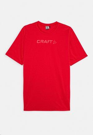 CORE ESSENCE TEE  - T-shirt z nadrukiem - red