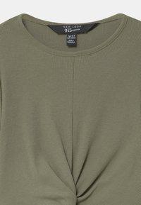 New Look 915 Generation - TWIST FRONT - Langærmede T-shirts - khaki - 2