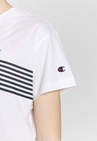 Champion - CREWNECK - T-shirts med print - white - 5