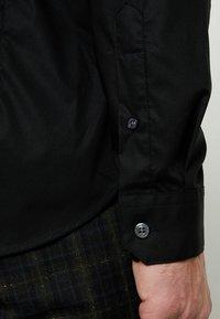 Farah Tailoring - HANDFORD SLIM FIT - Formal shirt - black - 5