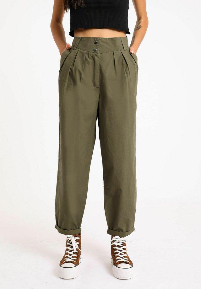 SLOUCHY - Kalhoty - grün