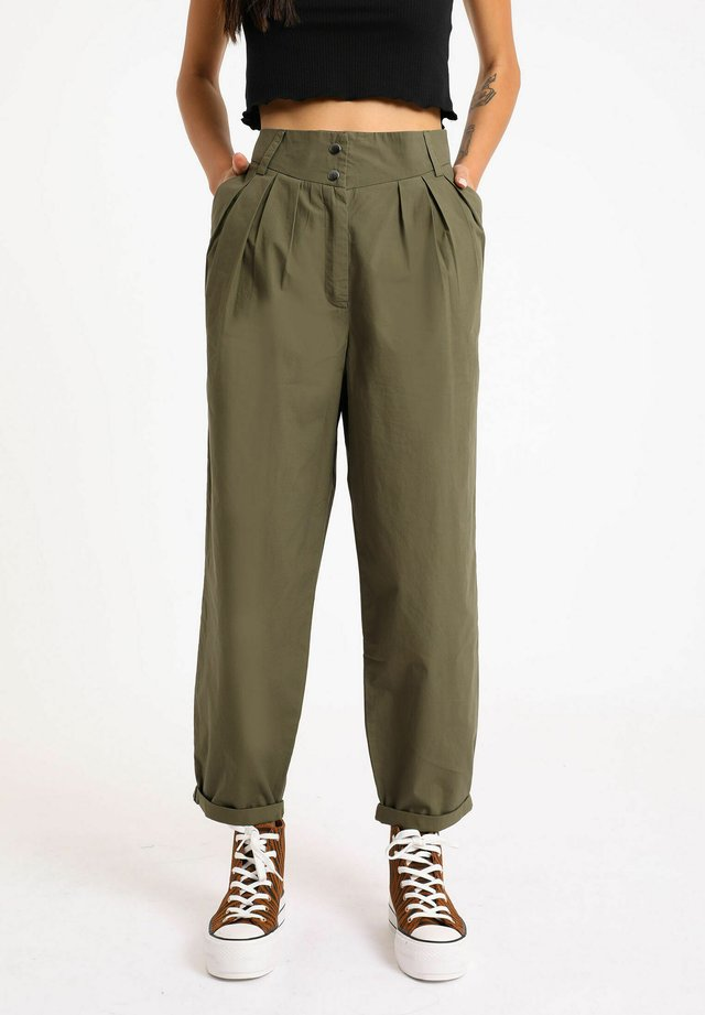 SLOUCHY - Pantalones - grün