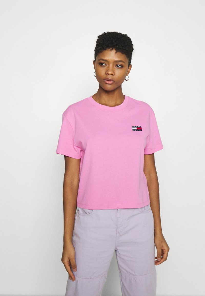 Tommy Jeans - BADGE TEE - Jednoduché triko - pink daisy