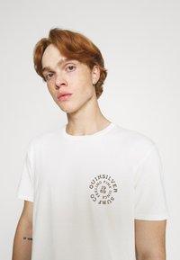 Quiksilver - CAUTIONARY TALE - Print T-shirt - antique white - 3