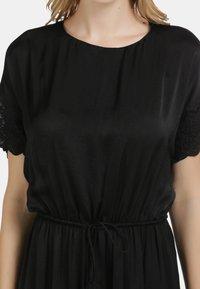 DreiMaster - SATINKLEID - Maxi dress - schwarz - 3