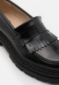 GARMENT PROJECT - SPIKE LOAFER - Platform heels - black - 6