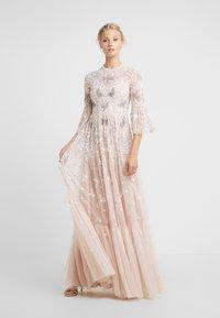 Needle & Thread - DRAGONFLY GARDEN MAXI DRESS - Robe de cocktail - rose quartz - 0