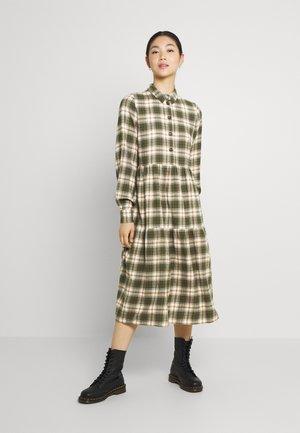 NMERIK LOOSE LONG DRESS - Paitamekko - fir green