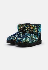 UGG - CLASSIC MINI STELLAR SEQUIN - Classic ankle boots - black - 2