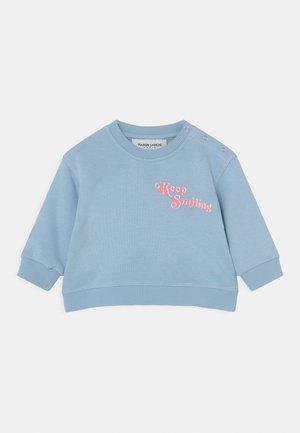 PEREIRE KEEP SMILING - Sweatshirts - pastel blue