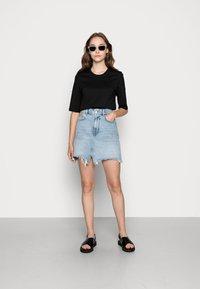 Lacoste - Basic T-shirt - black - 1