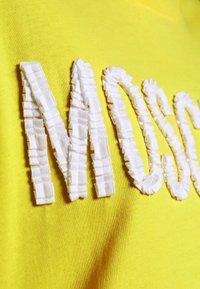 MOSCHINO - DRESS - Trikoomekko - yellow - 5