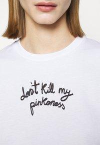 Pinko - ETIMOLOGIA - T-shirt imprimé - white - 5