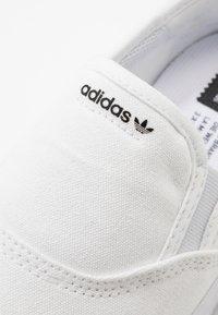 adidas Originals - 3MC - Mocassins - footwear white/core black - 5