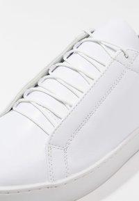 Vagabond - ZOE - Baskets basses - white - 6