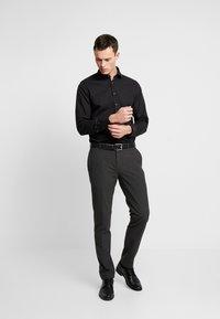 Seidensticker - SLIM FIT SPREAD KENT PATCH - Formal shirt - black - 1