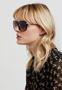 Coach - Sluneční brýle - brown - 1