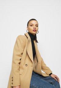 Miss Selfridge Petite - COAT - Klasický kabát - camel - 3